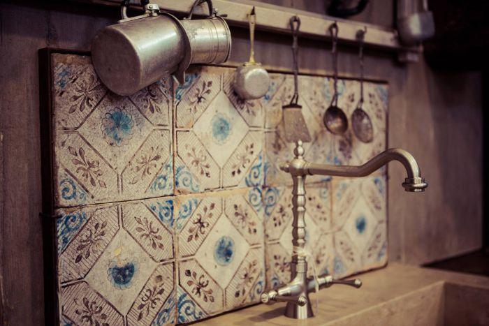Maioliche antiche - vediamo qui delle piastrelle antiche bianche/blu