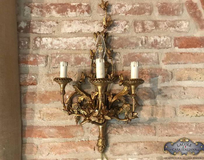 Antica applique da parete in legno e oro